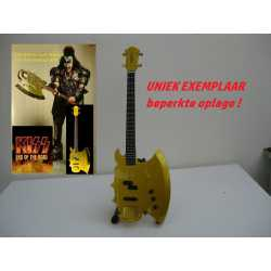 Cort GS Axe-2 Gene Simmons (KISS) basgitaar 'GOLD ' End of the road