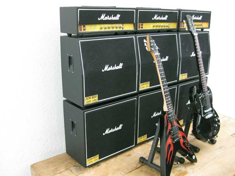 Complete sets, miniatuur muziekinstrumenten